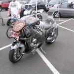 Predátor na motorke, alebo pohľad do spätného zrkadla, pri ktorom by ste sa mohli aj posrať!
