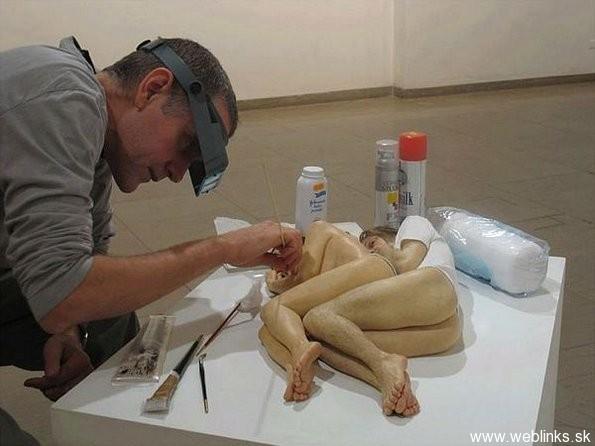 ron-mueck-artwork-sculpture-03