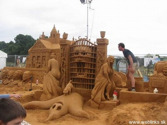 sand-sculpture-41_FNPHt_11446