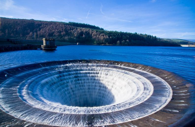 giant-dam-spillway-ladybower-resevoir