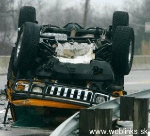 1830-Hummer_crash