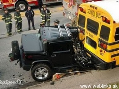 1831-thumbs_crushed hummer
