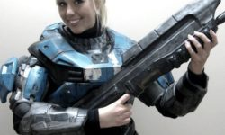 Halo: Spartan armor girl cosplay