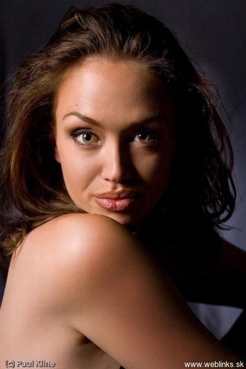 Tiffany_Claus_Angelina_Jolie_Look_Alike__1