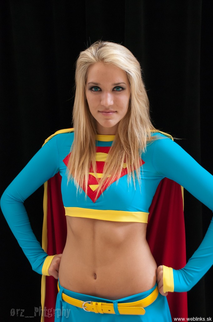 megacon_2011__supergirl_by_sonikku10-d463h2d