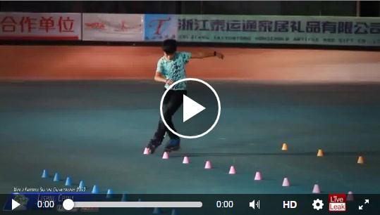 Neskutočné nadaný aziat na korčuliach